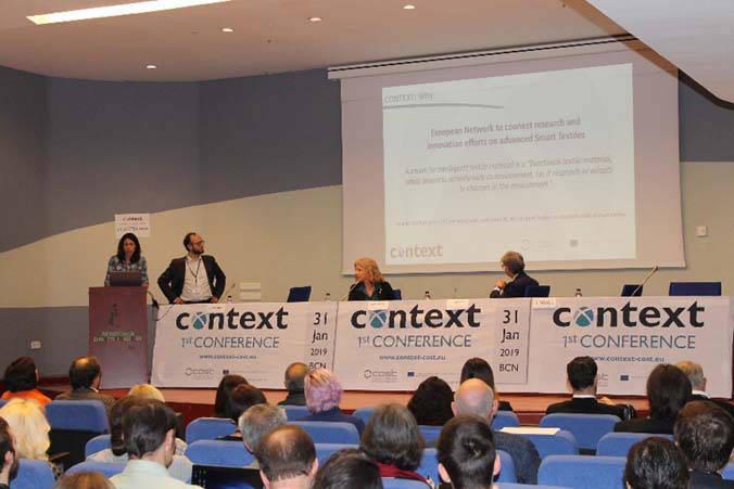 La Dra. Detrell y el Dr. Mougin presentando Context en la sesión de bienvenida de su primera conferencia internacional