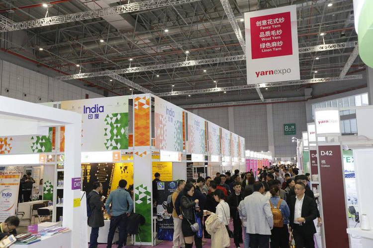 Gran afluencia de público en el pabellón de India en Yarn Expo