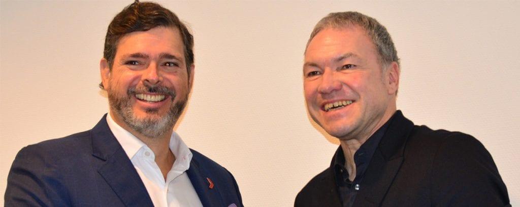Carlos Botero y Olaf Schmidt tras la firma del acuerdo en Frankfurt